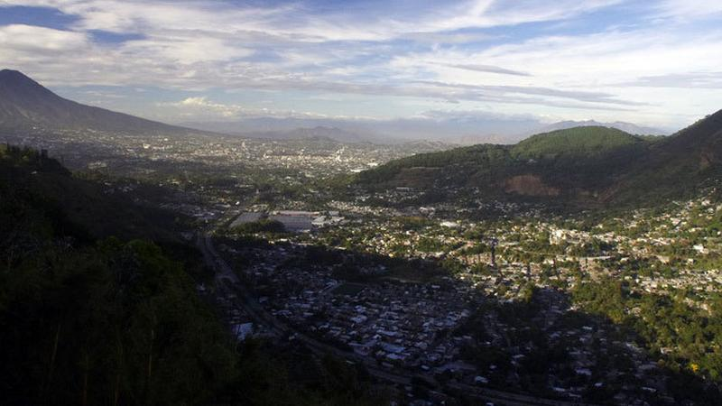 San Salvador – wielka stolica małego kraju ukryta w kotlinie
