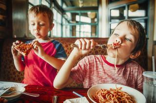 Dzieci z zakazem wstępu do restauracji. Co na to RPO, RPD i prof. Ewa Łętowska?