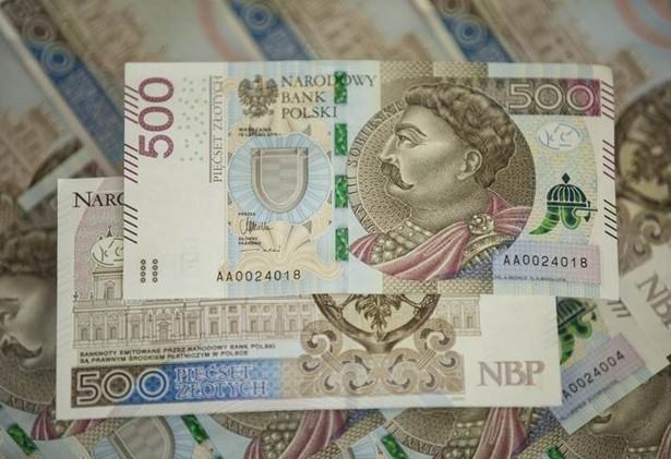 Najwyższy polski nominał, banknot 500-zł, zaprezentowany podczas piątkowej konferencji prasowej w siedzibie Narodowego Banku Polskiego ma wymiary 150 x 75 mm.