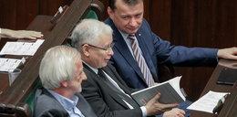 Co Kaczyński czytał podczas obrad Sejmu? Nie uwierzycie!