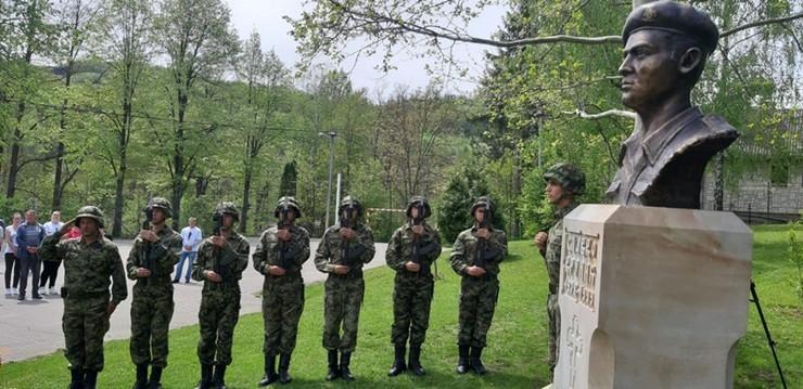 kamenica2-spomenik-junak-kosare,foto agencija RINA