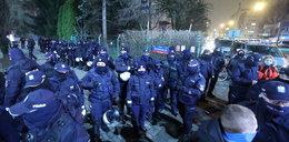 Złamali apel. Przyszli na sylwestra przed dom Kaczyńskiego. Co na to policja?