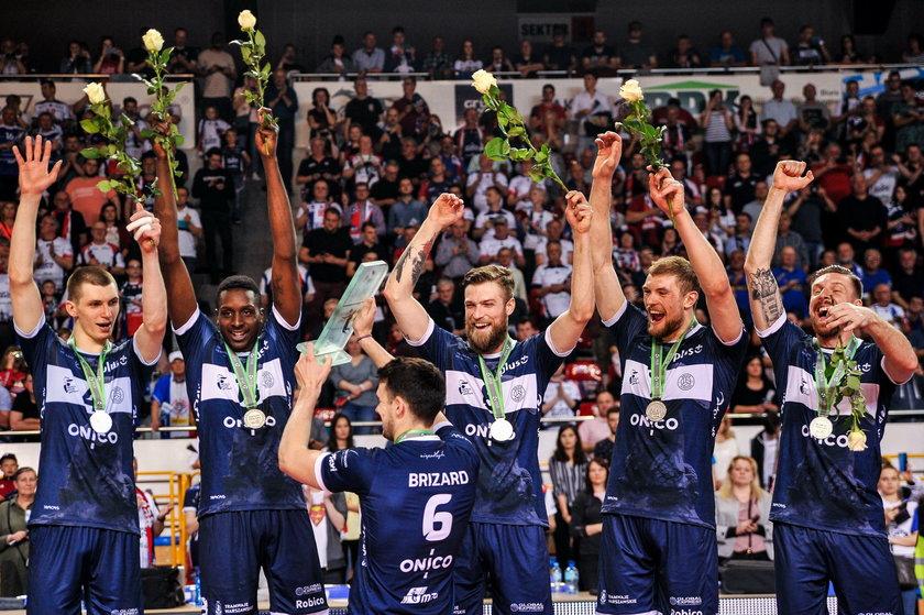 Dziś (23 października) może zdobyć pierwsze trofeum – jako zawodnik Zaksy Kędzierzyn gra o Superpuchar z drużyną z Warszawy.