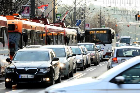 I privatna vozila i gradski prevoz