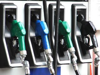 Ceny ropy na świecie spadają. Ceny paliw na stacjach utrzymają się na stałym poziomie