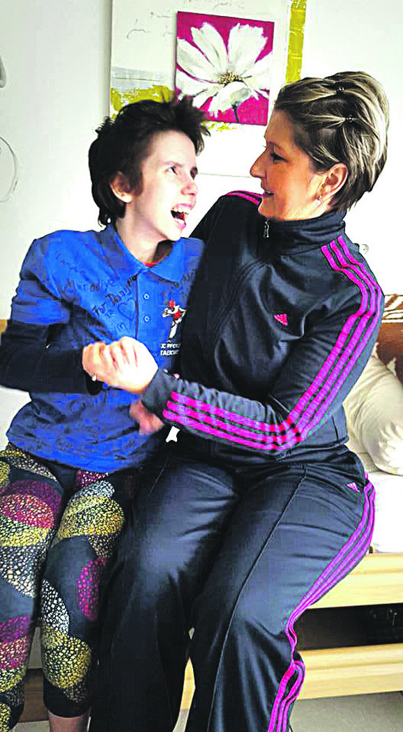 Danijela Kovačević, Novosađanka koja je devet godina u budnoj komi, na klinici u Nemačkoj sa majkom Vesnom