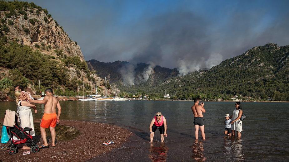 Pożary w Turcji: turyści ewakuowani łodziami z kurortu