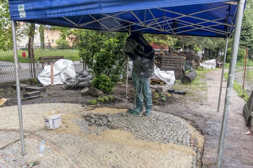 Stawiają pomnik bezdomnemu