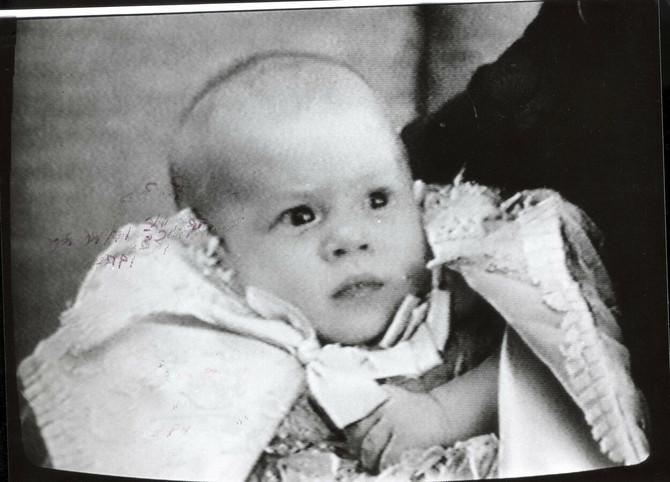 Princ Hari kao beba 1984.