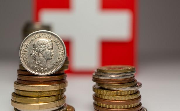 Autorzy nie mają kredytów we frankach szwajcarskich.