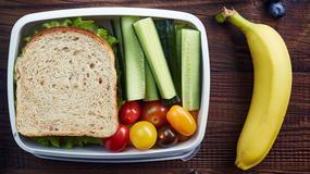 Czy można wnosić własne jedzenie na lotnisko i pokład samolotu?