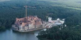 Wielki zamek w sercu w Puszczy Noteckiej do rozbiórki?