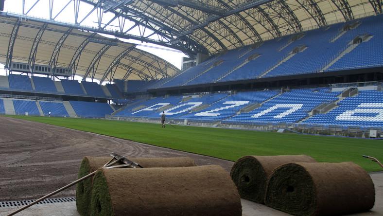 Wymiana murawy na stadionie w Poznaniu