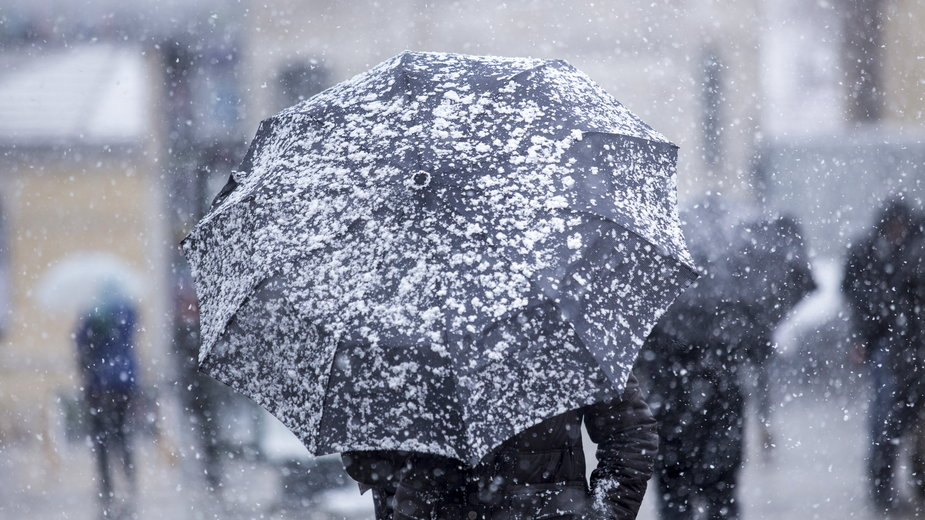 Deszcze ze śniegiem, temperatura bliska zeru. Pogoda na sobotę