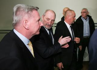 Szef MON odsłonił popiersie Lecha Kaczyńskiego