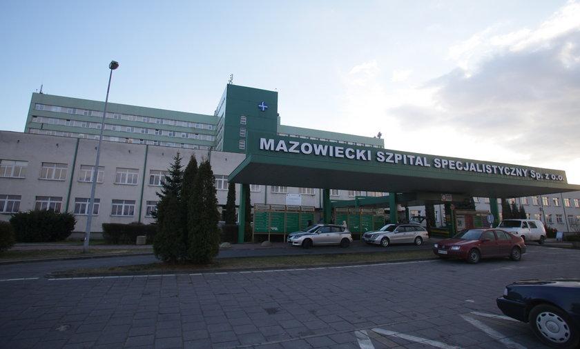 """Szpital """"zgubił"""" pacjenta. Pan Władysław czekał kilka godzin na krzesełku na pomoc. Mężczyzna nie żyje"""