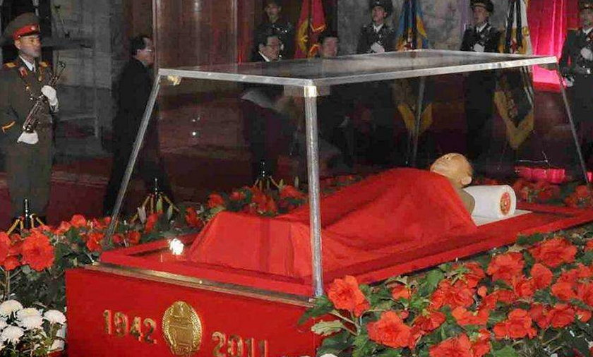 Polski dyplomata składa kondolencje po śmierci Kim Dzong Ila