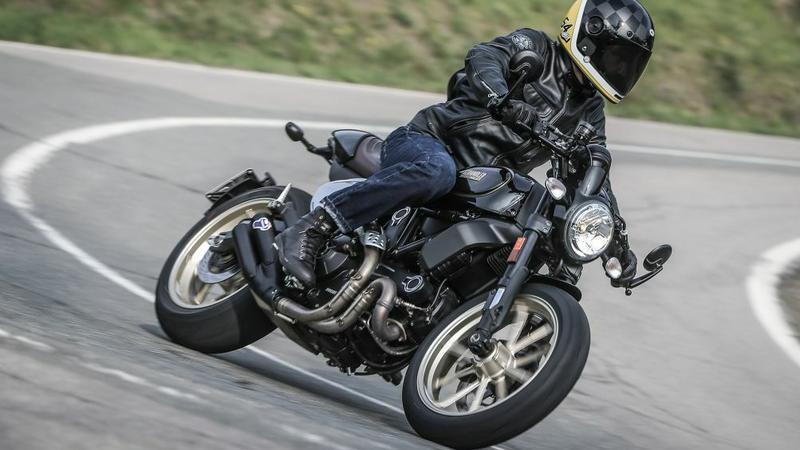 Ducati Scrambler Cafe Racer w akcji