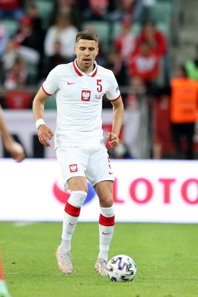 Czy były piłkarz Lecha Poznań wygra walkę z czasem, bo jeśli wróci do zdrowia, prawdopodobnie znajdzie się w wyjściowym składzie.