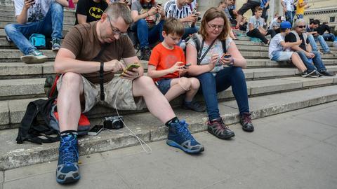 Polacy nie rozstają się z telefonem