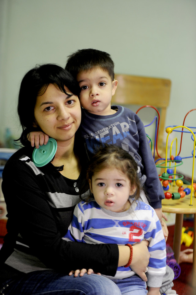 Teško je boriti se s dvoje dece koja imaju oštećenje sluha, ali moram, šta ću. Sve radim zbog njih i za njihovo dobro, kaže majka Zlatija Belić