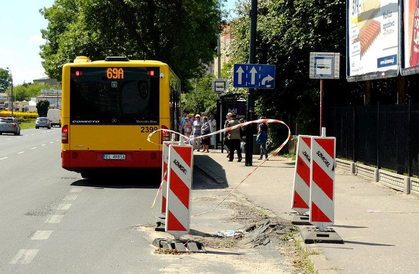 Zamiast naprawiać dziury Zarząd Dróg i Transportu stawia pachołki