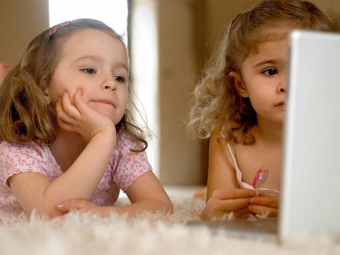 Da čujete samo kako razgovaraju dve devojčice u Beogradu: Jedna ima tri, druga dve godine i RAZGOVOR JE POTPUNI HIT