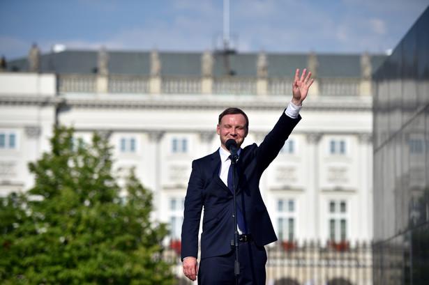 Rzecznik zapowiada jednocześnie, że prezydent stolicy Hanna Gronkiewicz-Waltz jest gotowa na rozmowy z Andrzejem Dudą - ale nie o lokalizacji pomnika