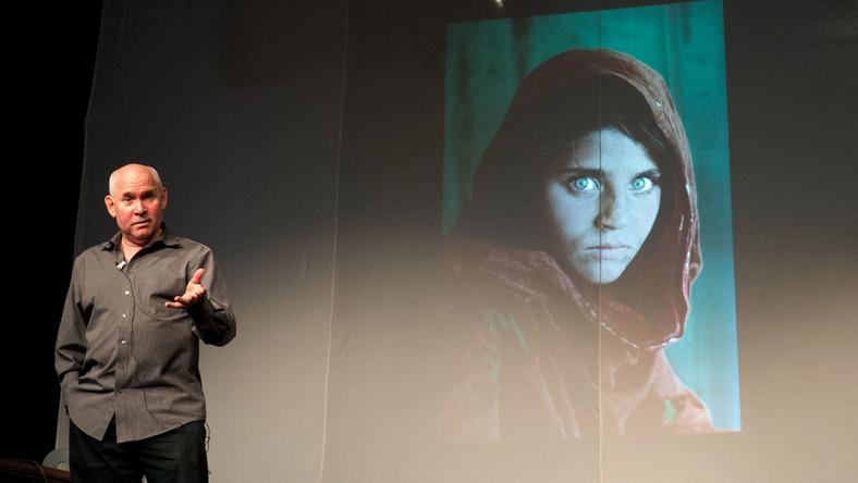 """Steve McCurry i jego słynne zdjęcie """"Afgańska dziewczyna"""""""