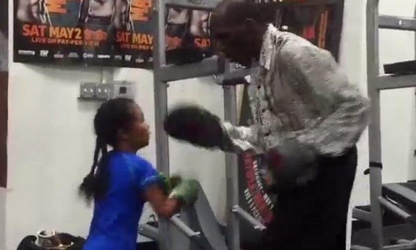 Siedmioletnia dziewczyna boksuje jak mistrzyni. Zobacz wideo!
