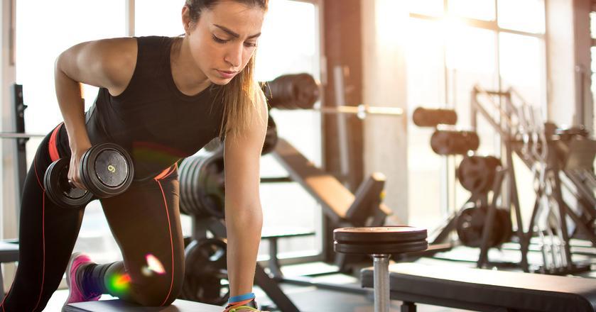 Trening siłowy zrób przed kardio. Trener personalny wyjaśnia dlaczego