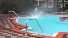 Pod wpływem cyklonu Alberto woda z basenu uniosła się i zaczęła wirować