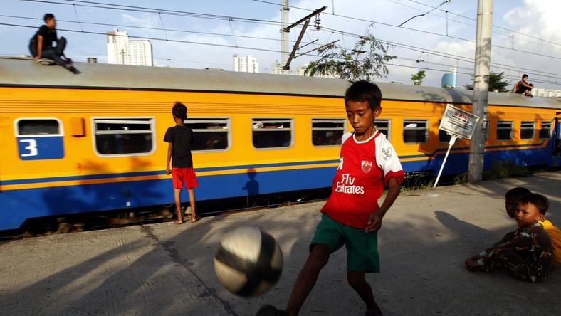 Choć indonezyjska reprezentacja piłkarska nie może pochwalić się zbyt wieloma sukcesami, piłka nożna jest bardzo popularnym sportem w Indonezji