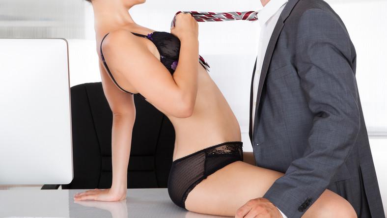 Młodość. Aż 21 procent ankietowanych kobiet zdecydowałoby się oddać swoje życie erotyczne za... młodość. Badania przeprowadzone we wrześniu tego roku przez Elizabeth Arden wskazują, że kobiety zrezygnowałyby np. na rok z seksu jeśli miałoby to spowolnić procesy starzenia...