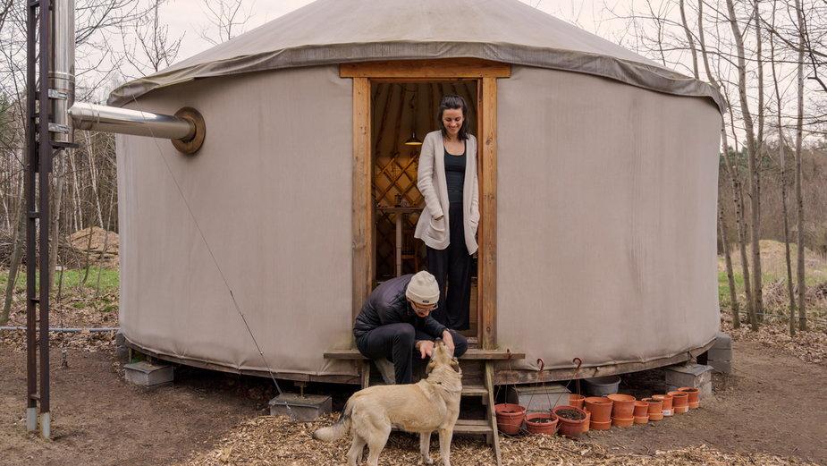 Henryk Stawicki i Justyna Turek mieszkają w jurcie