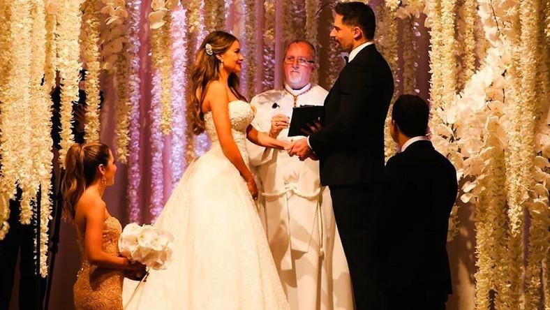 Zapowiadali, że szykują wielkie wesele i takie było. Ceremonia zaślubin Sofii Vergary i Joe Manganiello odbyła się w niedzielę, 22 listopada. W uroczystości udział wzięło 400 gości.