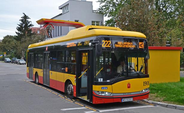 Nie chodzi o wszystkie cięższe busy, ale tylko takie, w których wyższa niż 3,5 t masa wynika z zastosowania paliw alternatywnych. Chodzi nie tylko o pojazdy z napędem elektrycznym, których wagę wydatnie zwiększa stosowanie baterii, ale też te wyposażone w instalację gazową