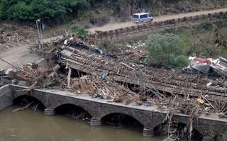 Niemcy: Dwa miliardy euro szkód na kolei i drogach po powodzi