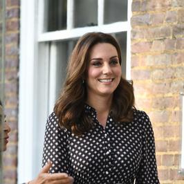 Ciężarna księżna Kate Middleton odwiedziła muzeum. Wygląda kwitnąco