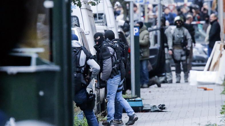 Belgijska policja szturmuje mieszkanie w dzielnicy Molenbeek w Brukseli, gdzie miał ukrywać się terrorysta Salah Abdeslam