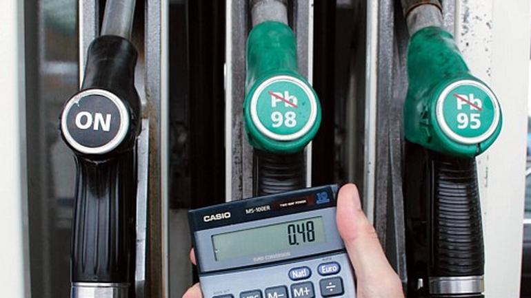Używane auto z benzyniakiem czy dieslem - co się bardziej opłaca?
