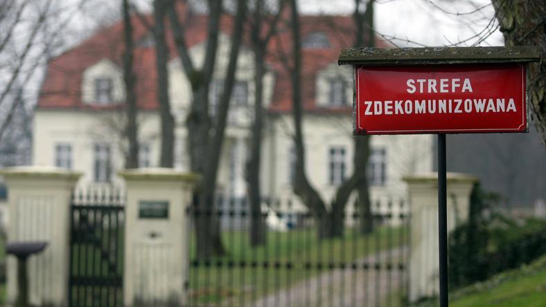 Wjazd do posiadłości Radosława Sikorskiego