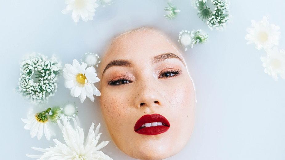 Kąpiel w krochmalu poprawia kondycję skóry - 5882641/pixabay.com