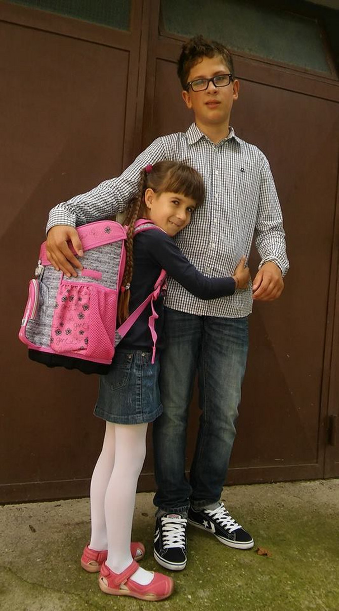 Mala Elena sa bratom