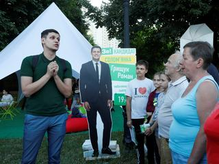 Roman Hryshchuk speaks during a meeting with voters in Kiev
