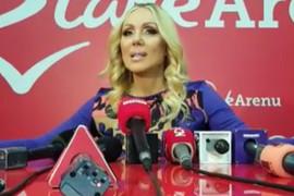 Lepa Brena okupila estradu na koncertu u Areni, sve oči uprte u njenog SINA koji je došao sa OVOM LEPOTICOM