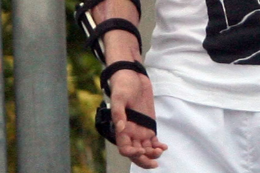 Kubica ukrywa prawą rękę