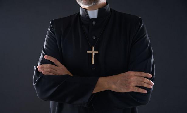 Sprawa dotyczyła pierwszego w Polsce zawiadomienia złożonego przez duchownego z tytułu odmowy zawiadomienia ZUS o wypadku, odmowy sporządzenia karty wypadku i jej wydania przez instytucję diecezjalną.