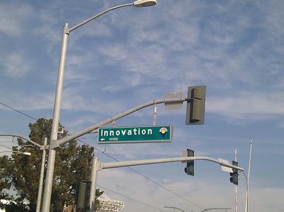 Polska w gronie umiarkowanych innowatorów. Oto co stoi na drodze do rozwoju firm