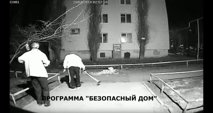 Rosjanie pozbywają się ciała kolegi